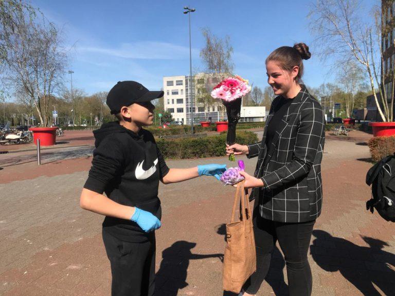 Helden bezoek 'Maasstad ziekenhuis'